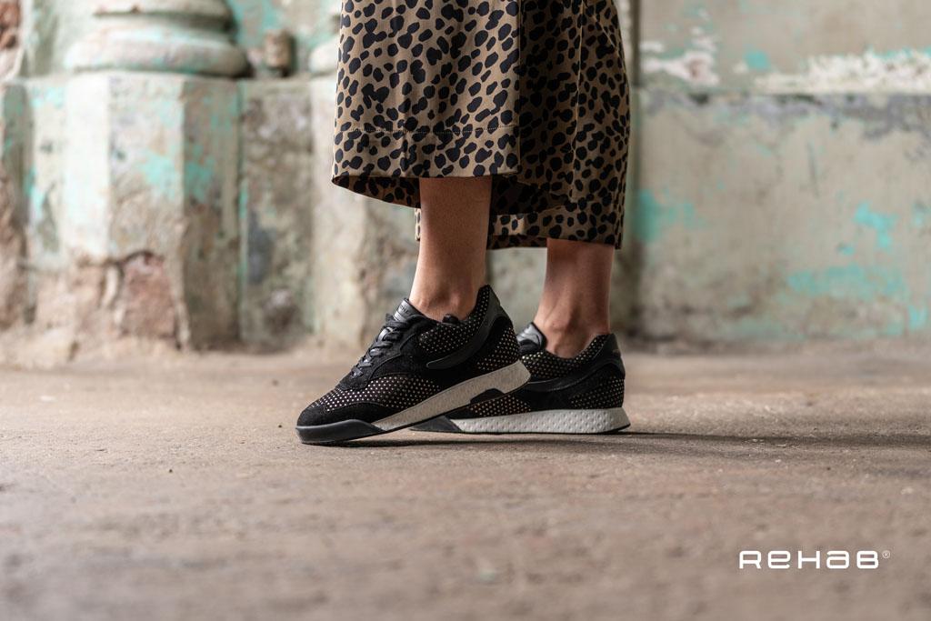 rehab-avery-studs-black-2